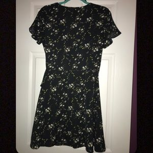 H&M Dresses - H&M Divided Floral Print Wrap Dress